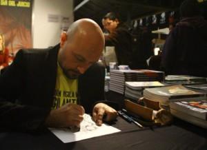 Jordi Bayarri en pleno proceso de dibujo (foto de Sven Bala)
