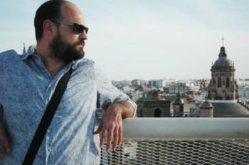 Entrevista a Víctor L. Briones