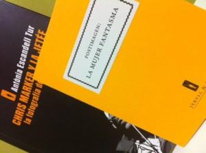 """Postimagen """"La mujer fantasma"""" - Regalo incluido en el libro"""
